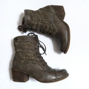 Roxy lace up combat boots with crochet inset sz 5